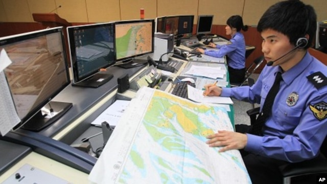 South Korean officials of the Incheon Maritime Police Agency monitor a situation room while on high alert in preparation for North Korea's planned launch of a Unha-3 rocket, in Incheon, South Korea, April 12, 2012.