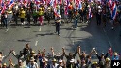 Người biểu tình chống chính phủ tuần hành tại thủ đô Bangkok, ngày 15/1/2014.