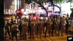 香港市民星期六, 8月10日再次舉行示威, 警方嚴陣以待。美聯社