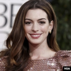 Aktris Anne Hathaway akan memerankan karakter Catwoman dalam 'The Dark Knight Rises' yang akan dirilis di Amerika tahun depan.