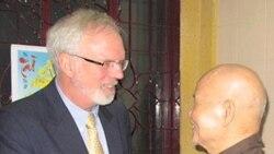 Đại sứ Mỹ thăm 2 nhân vật bất đồng chính kiến nổi tiếng tại Việt Nam