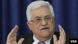 Presiden Palestina Mahmoud Abbas berbicara dalam konferensi pers mengenai perundingan damai dengan Israel.di Ramallah, Kamis (28/4).