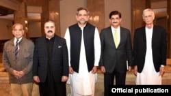 کونسل کے اجلاس کے موقع پر چاروں وزرا اعلیٰ وزیراعظم عباسی کے ہمراہ