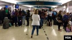 초강력 허리케인 '어마'가 이번 주말에 미국 플로리다주에 도착할 것으로 예상되는 가운데, 플로리다 공항이 집을 떠나는 주민들도 북적이는 모습이다.