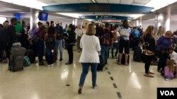 Residentes de Florida abandonan temporalmente el estado cumpliendo con las órdenes de evacuación emitidas en previsión a la llegada del Huracán Irma al estado el fin de semana. Foto: Gesell Tobías, VOA.