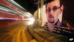 지난 달 스노든이 머물렀던 홍콩 시내에, 스노든을 지지하는 포스터가 걸려있다.