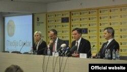 Predsedavajući Spoljnopolitičkog odbora Evropskog parlamenta (EP) Dejvid Mekalister tokom konferencije za štampu u beogradskom Medija centru, 28. februara 2019 (Foto: Medijacentar Beograd)