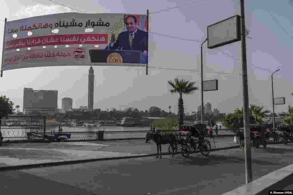 Spanduk kampanye sepanjang Sungai Nil mendesak para pemilih untuk memilih kembali Presiden Mesir Abdel Fatah el-Sisi. Ethiopia mulai pembangunan dam raksasa disaat Mesir menghadapi kekacauan politik pada revolusi 2011 yang menggulingkan Hosni Mubarak.