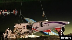 FILE - The wreckage of a TransAsia Airways turboprop ATR 72-600 aircraft is recovered from a river, in New Taipei City, February 4, 2015.