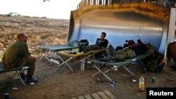 İsrail, tüm militan tünellerinin temizlendiği gerekçesiyle askerlerini Gazze'den çekti. Ancak olası yeni müdahaleye karşı çok sayıda İsrail askeri sınırda bekletiliyor.