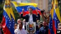 Хуан Гуайдо (в центре). Каракас, Венесуэла. 23 января 2019 г.