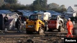 """法国加莱的""""丛林""""难民营开始最后的拆除工作。"""