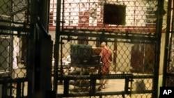 Tù nhân tại một khu sinh hoạt chung thuộc trại giam Guantanamo (ảnh chụp ngày 2/2/2016).