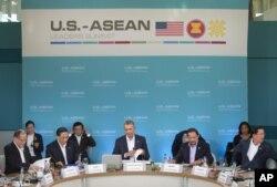 美国总统奥巴马在安纳伯格庄园举行的美国和东盟10国峰会上准备讲话(2016年2月15日)