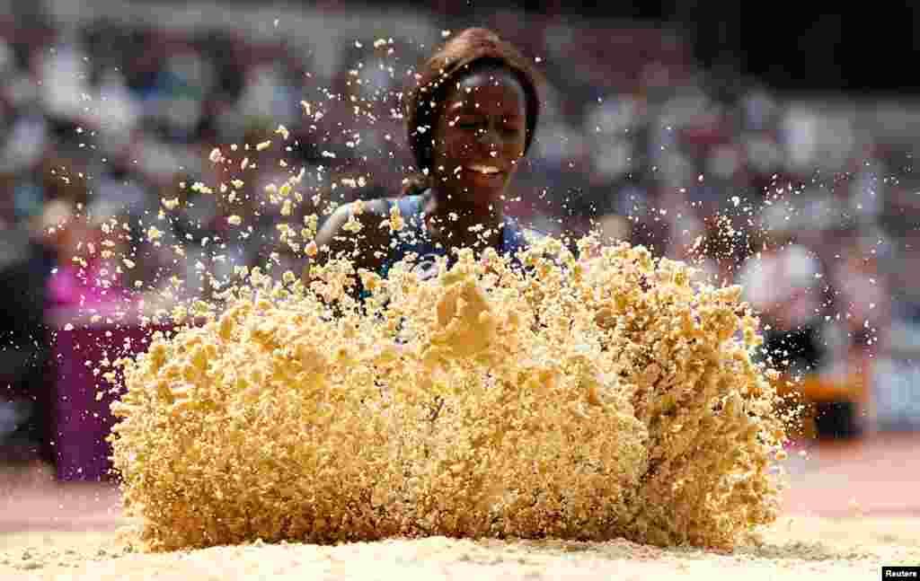 កីឡាការនី Angelina Lanza មកពីប្រទេសបារាំងប្រកួតនៅក្នុងការលោតចម្ងាយ Women's Long Jump T47 វគ្គផ្តាច់ព្រ័ត្រសម្រាប់ពានរង្វាន់ IAAF World Para Athletics Champioins នៅក្នុងក្រុងឡុងដ៍ ប្រទេសអង់គ្លេស។
