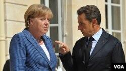 Presiden Perancis Nicolas Sarkozy dan Kanselir Jerman Angela Merkel di Istana Elysee, Paris (16/8).