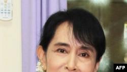 Lãnh tụ dân chủ Miến Ðiện Aung San Suu Kyi tại tư gia, ngày 13/9/2011