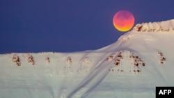 ေနာ္ေဝႏုိင္ငံ ေတာင္ထိပ္မွာျမင္ခဲ့ရတဲ့ super blue blood moon (ဇန္နဝါရီ ၃၁၊ ၂၀၁၈)