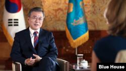 문재인 한국 대통령이 12일 한국 청와대에서 BBC와 인터뷰를 하고 있다. 사진출처= 한국 청와대