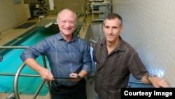 Dr. Benjamin Levine, a professor of internal medicine at UT Southwestern, (left) poses with long-distance swimmer Benoit Lecomte (right). (UT Southwestern)