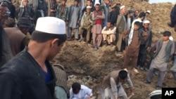 Afganistan'ın Badahşan ilindeki toprak kaymasında sonuç vermeyen arama çalışmaları