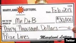مرد مریلندی بلیط بخت آزمایی یک مشتری که آن را نمی خواست، خرید و ۳۰ هزار دلار برد. عکس از توئیتر UPI Twitter