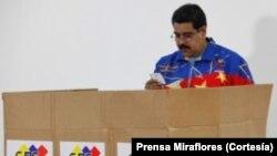 El presidente Maduro celebró su cumpleaños votando en las elecciones internas del PSUV.