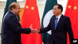 中国总理李克强在北京人大会堂会见到访的巴基斯坦总理谢里夫。 (2017年5月13日)