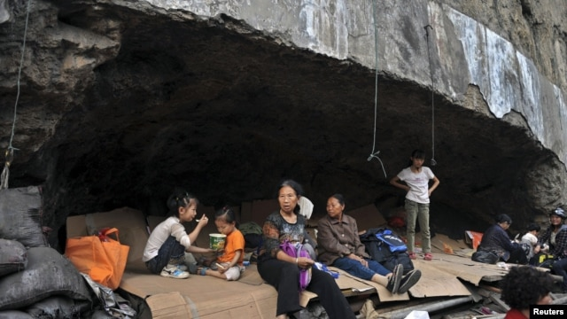 Residents rest in a stone cave, which becomes a temporary shelters after two earthquakes hit Yiliang, Yunnan province, China, September 8, 2012.