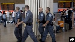 Американските власти предупредуваат на всадени експлозиви