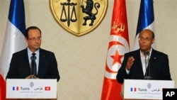 Tổng thống Pháp Francois Hollande (trái) và Tổng thống Tunisia mở cuộc họp báo chúng ở Carthage, Tunisia 4/7/13