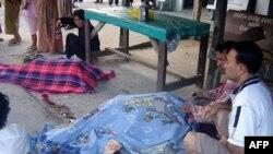 Các tay súng đi trên một xe tải nhỏ đã bắn vào 5 Phật tử khi họ ngồi bên ngoài một cửa tiệm trong tỉnh Pattani