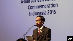 Presiden Joko Widodo memberikan pidato pada penutupan KAA di Jakarta, Kami malam, April 23, 2015.