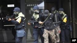지난 21일 미-한 정례 연합훈련인 을지 프리덤 가디언 연습에 참가한 한국군 장병들이 대테러 진압 훈련 중이다.
