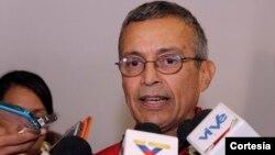 Mediante el voto de censura, el Legislativo busca que el presidente venezolano destituya al funcionario por su responsabilidad en la crisis energética. El Parlamento fue declarado en desacato por el chavismo.