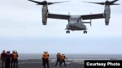 魚鷹戰機2012年首降日本戰艦(美國軍方圖片)