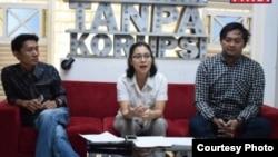 Perwakilan Koalisi Masyarakat Sipil Selamatkan BPK yang terdiri dari ICW, Seknas Fitra, Medialink, TII, IBC, IPC, Jariungu, CITA saat menggelar konferensi pers di kantor ICW, Jakarta Selatan, Kamis, 8 Agustus 2019. (Foto courtesy: Fitra/dok)