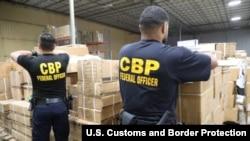 美国海关与边境保护局(U.S. Customs and Border Protection) 在纽约/纽瓦克港(Port of New York/Newark)扣押了一批中国新疆被怀疑用人发制作的进口产品。