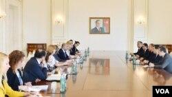 Prezident İlham Əliyev Avropa İttifaqı-Azərbaycan Parlament Əməkdaşlıq Komitəsinin nümayəndə heyəti ilə görüşür