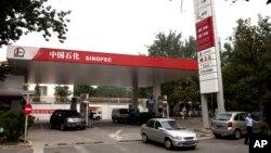 Ảnh minh họa: Xây xăng của tập đoàn nhiên liệu lớn nhất Trung Quốc Sinopec tại Bắc Kinh.