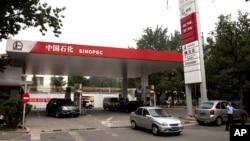中国石化公司在北京的一个加油站(资料照片)