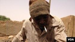 Un homme à qui on a coupé la main pour violation de la Charia