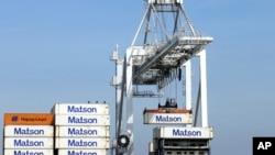 美國加州奧蘭多港口正在裝卸貨櫃。(2016年3月2日)