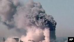 图为10年前纽约世贸大楼双子座遭恐怖袭击资料照