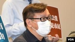 荃灣區議員劉志雄表示,港府引入公務員宣誓效忠的文化,進一步將香港的公務員 變成中國的官員或者幹部,完全要忠於政權,將香港變成大陸一樣。(美國之音 湯惠芸拍攝)