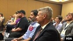 自由党的候选人、前新墨西哥州长格里·约翰逊(美国之音龚小夏拍摄)