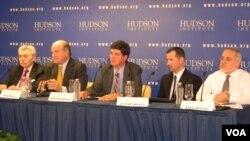Jaime Daremblum, Pedro Burelli, Armando González, Javier Corrales y Aníbal Romero durante la conferencia en el Instituto Hudson.