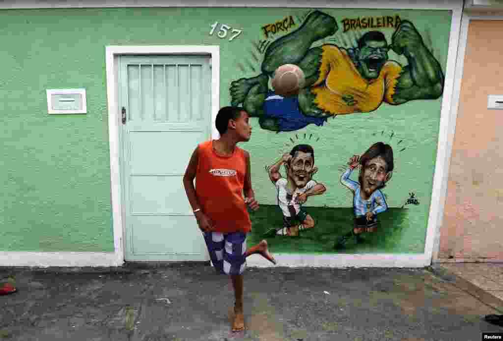 برازیل میں دنیائے کھیل کے ان بڑے مقابلوں کے انعقاد پر بھرپور خوشیاں منائی جا رہی ہیں۔