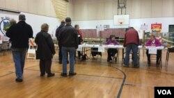 Eleitores votam em Nashua, New Hampshire