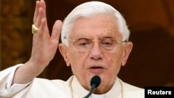 Benedicto XVI ha sido acusado por grupos dentro de la Iglesia católica de encubrir los crímenes de varios sacerdotes de su Iglesia.